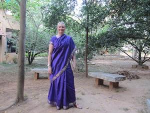Sariklädd för festligheter