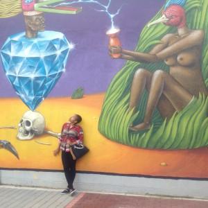 Bara en av de målningar som utsmyckar Mabonengs gator!
