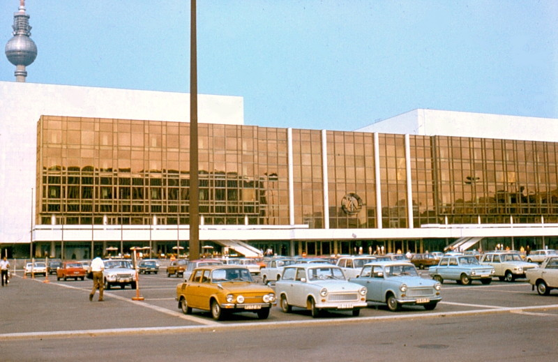 Palast_der_Republik_01_june_1977